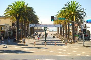 HB-Pier-Plaza_-Eric-Fonoimoana